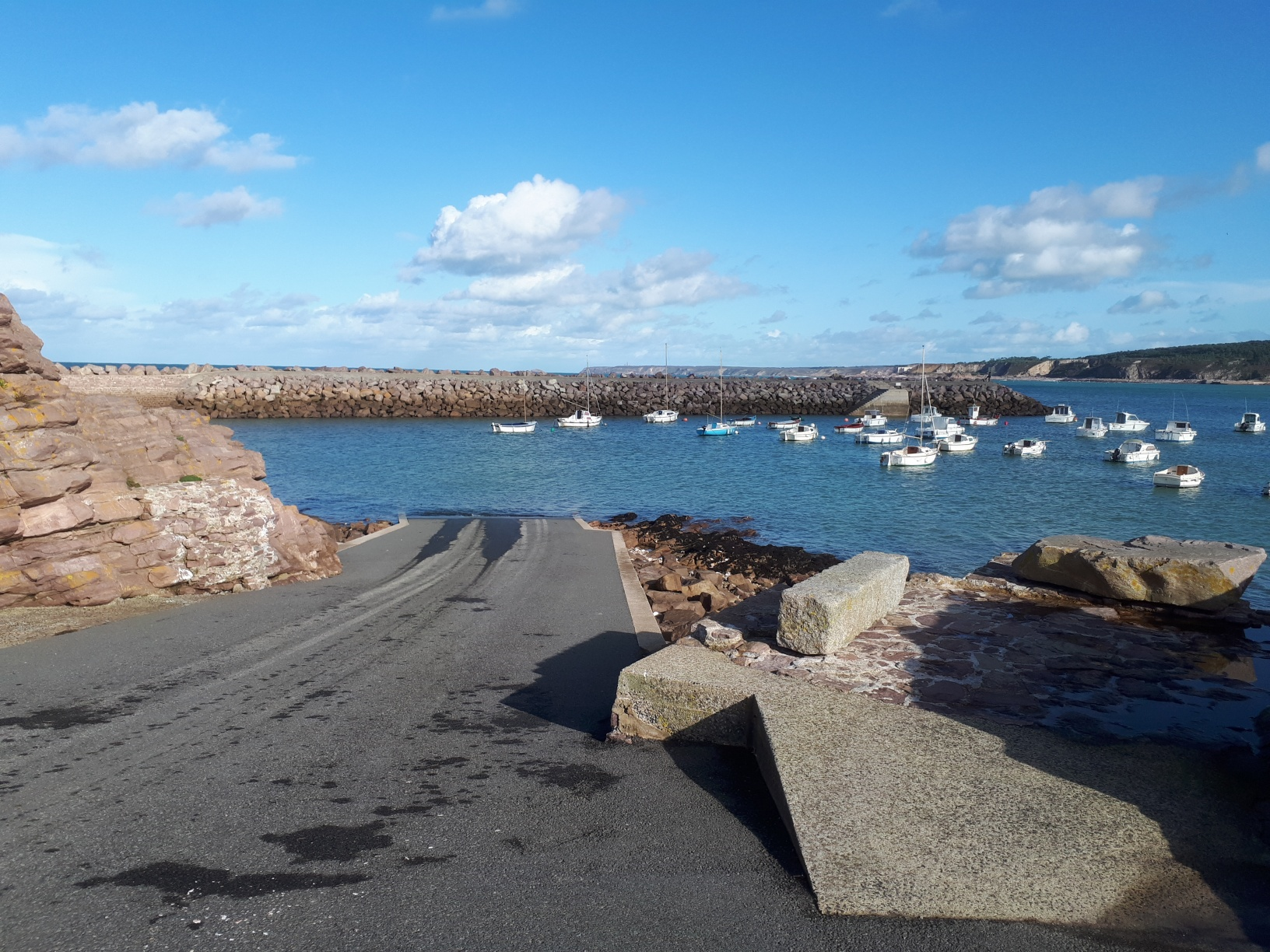 Contrôle et entretien des mouillages de l'îlot Saint-Michel à Erquy (cliquez ici)