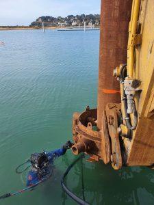 Réalisation de travaux subaquatiques au port de Barneville-Carteret dans la Manche