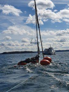 Renflouage d'un voilier coulé au large des sept îles